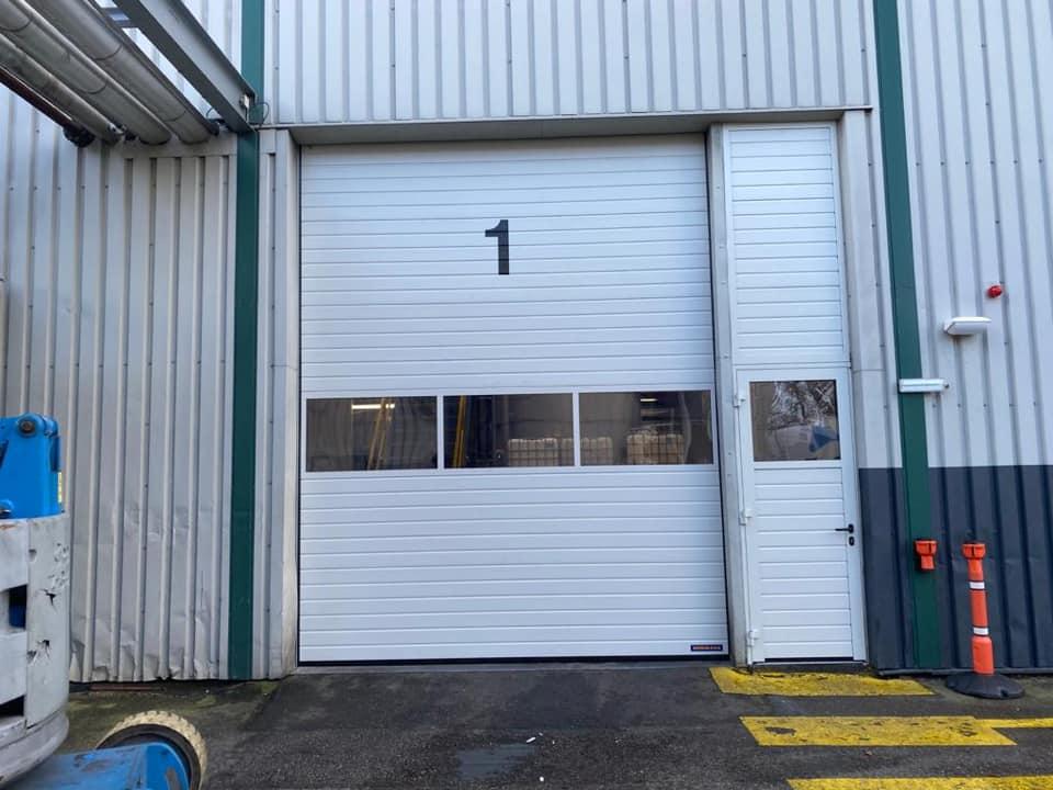 Snelloopdeur met raamen zijdeur